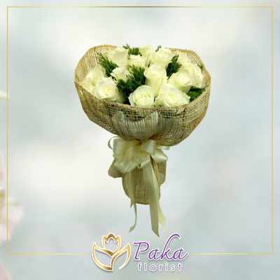 ช่อดอกไม้ พลอยเพชรรัตน์ 14 ช่อดอกไม้มีโทนสีขาวจากดอกลิลลี่ ช่อดอกไม้สด พวงหรีด พวงมาลา พวงหรีดดอกไม้สด ร้านดอกไม้สด ขายดอกไม้ pakaflorist