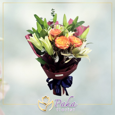ช่อดอกไม้ พลอยเพชรรัตน์ 16 ช่อดอกไม้มีโทนสีส้ม สีขาว จากดอกกุหลาบ ดอกลิลลี่ ช่อดอกไม้สด พวงหรีด พวงมาลา พวงหรีดดอกไม้สด ร้านดอกไม้สด ขายดอกไม้ pakaflorist
