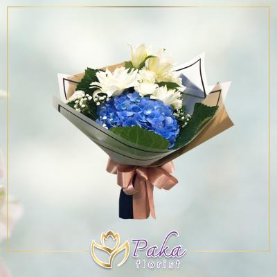 ช่อดอกไม้ พลอยเพชรรัตน์ 17 ช่อดอกไม้มีโทนสีขาวฟ้าจากดอกไฮเดรนเยีย ดอกลิลลี่ ดอกคาร์เนชั่น ช่อดอกไม้สด พวงหรีด พวงมาลา พวงหรีดดอกไม้สด ร้านดอกไม้สด ขายดอกไม้ pakaflorist