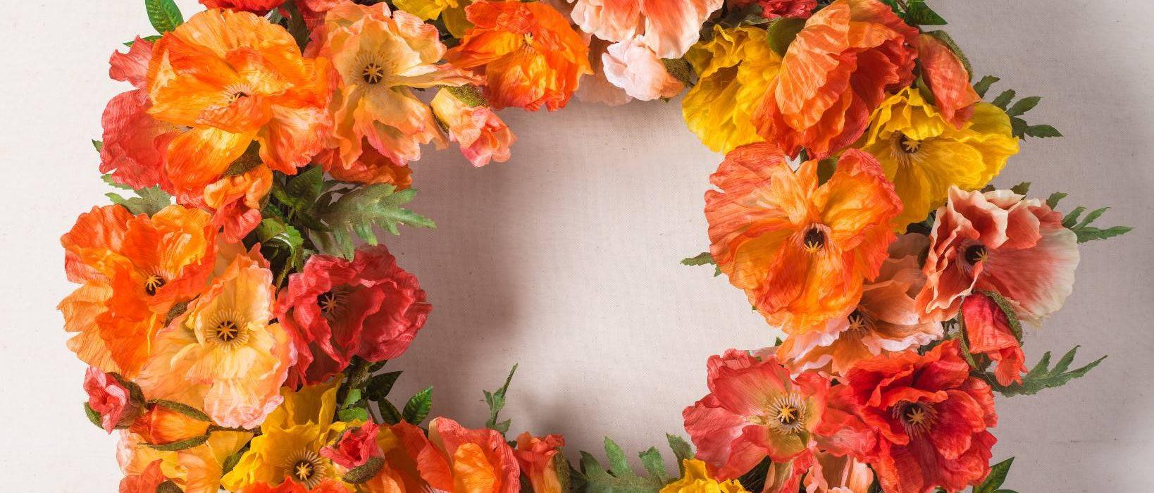 พวงหรีดกับพวงมาลาแตกต่างกันอย่างไร พวงหรีด พวงมาลา พวงหรีดดอกไม้สด ดอกไม้ พวงหรีดพัดลม ดอกไม้ พวงหรีดงานศพ ขายพวงหรีด ร้านดอกไม้ pakaflorist