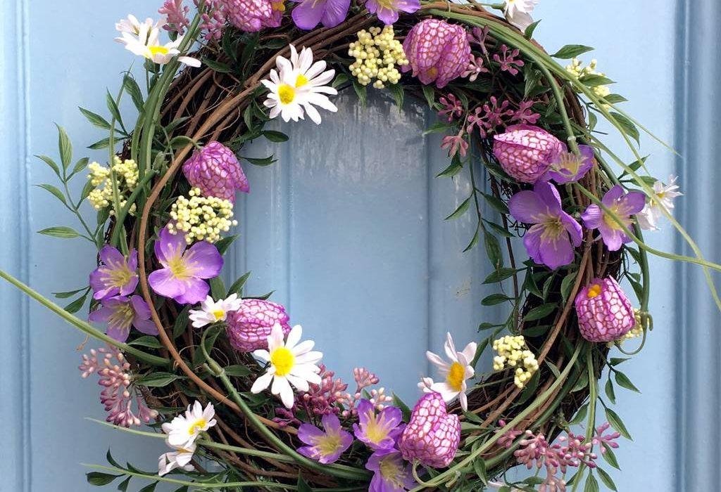 พวงหรีดทรงกลม พวงหรีดดอกไม้สด พวงมาลา พวงหรีด พวงหรีดดอกไม้สดทรงกลม พวงหรีดวงกลม ร้านดอกไม้ ปากคลองตลาดใหม่ ดอกไม้ ช่อดอกไม้ แจกันดอกไม้ กระเช้าดอกไม้ พวงหรีดพัดลม Pakaflorist