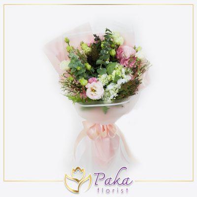 ช่อดอกไม้ พลอยเพชรรัตน์ 34 ช่อดอกไม้โทนสีชมพูช่อดอกไม้ประดับด้วยดอกไฮเดรนเยีย ดอกไลเซนทัสสีชมพูและสีขาว ห่อด้วยกระดาษสีชมพู