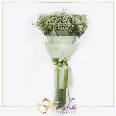 ช่อดอกไม้ พลอยเพชรรัตน์ 35 ช่อดอกไม้โทนสีเขียว ช่อดอกไม้ประดับด้วยดอกสุ่ย ห่อด้วยกระดาษสีเขียวเข้มและสีเขียวอ่อนพร้อมริบบิ้นโทนสีเดียวกัน